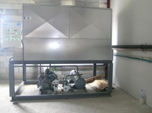 Una de nuestras instalaciones dispuesta en una Sala de máquinas. Para la evacuación del aire de condensación se decidió instalar un condensador centrífugo.