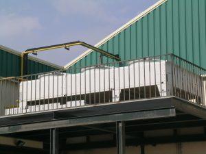 Condensador Axial (por aire) instalado en sustitución a un condensador evaporativo. Nuestros servicios de asistencia técnica las 24 horas del día.