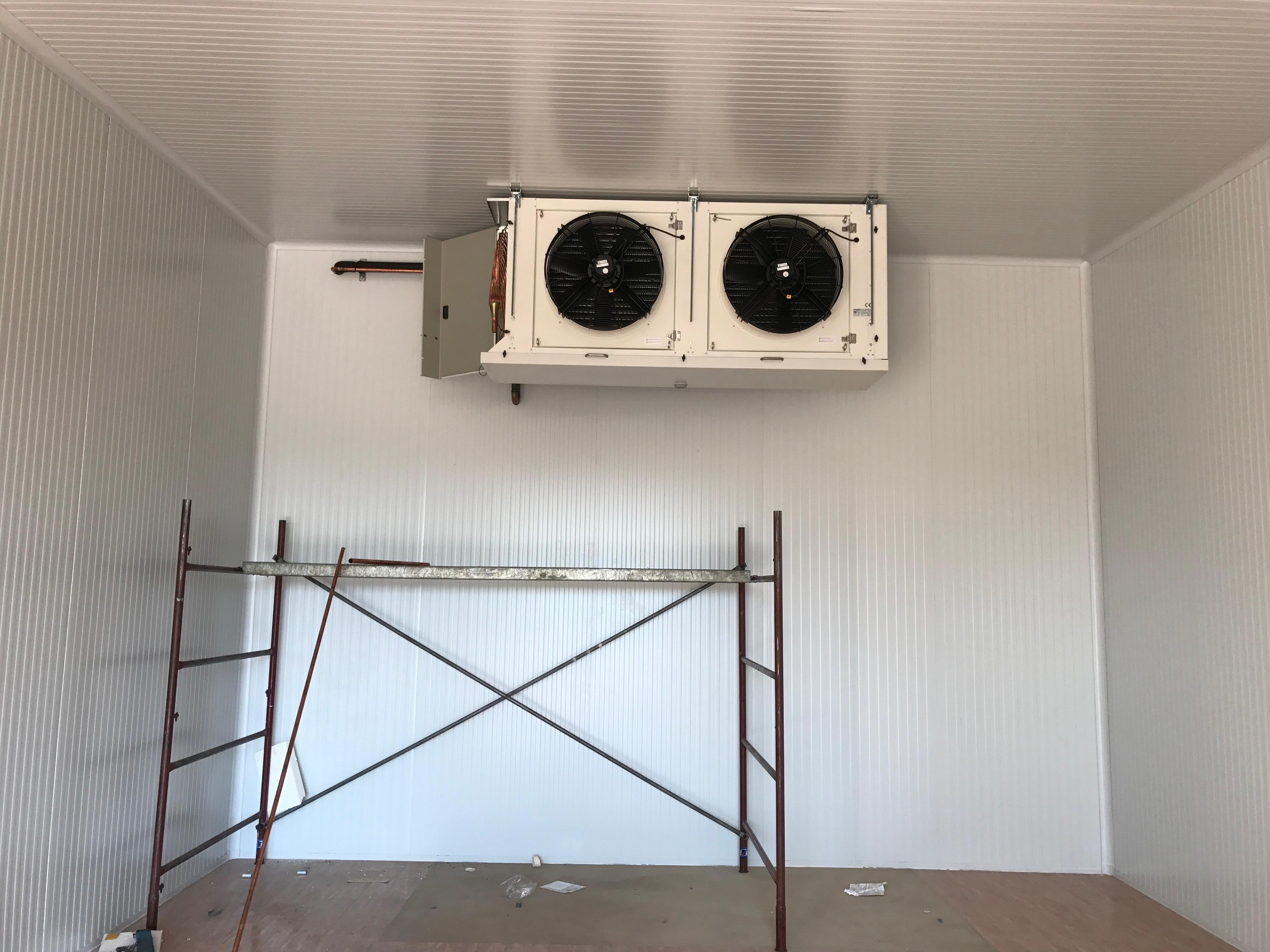 Recinto frigorífico realizado para la conservación de frambuesas y plantas de frambuesas. Una de nuestras instalaciones recientes.